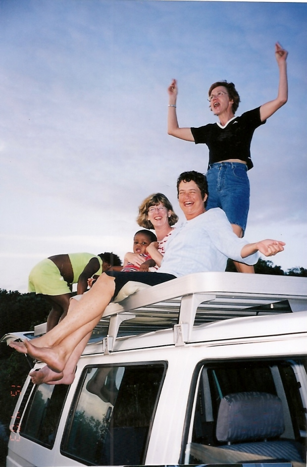 2003Apr kombi tom dizzi gayle jess trish 2.jpg