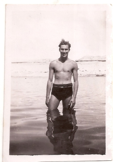 Dad in Egypt ca 1945 (1)