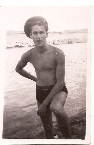Dad in Egypt ca 1945 (2)