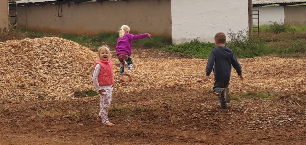 Tarr Farm Apr2018 Kids scamper