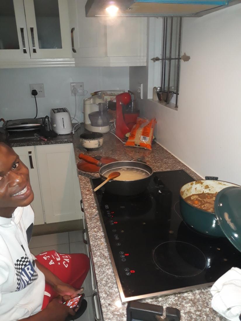 Tom_cooks_curry[1]