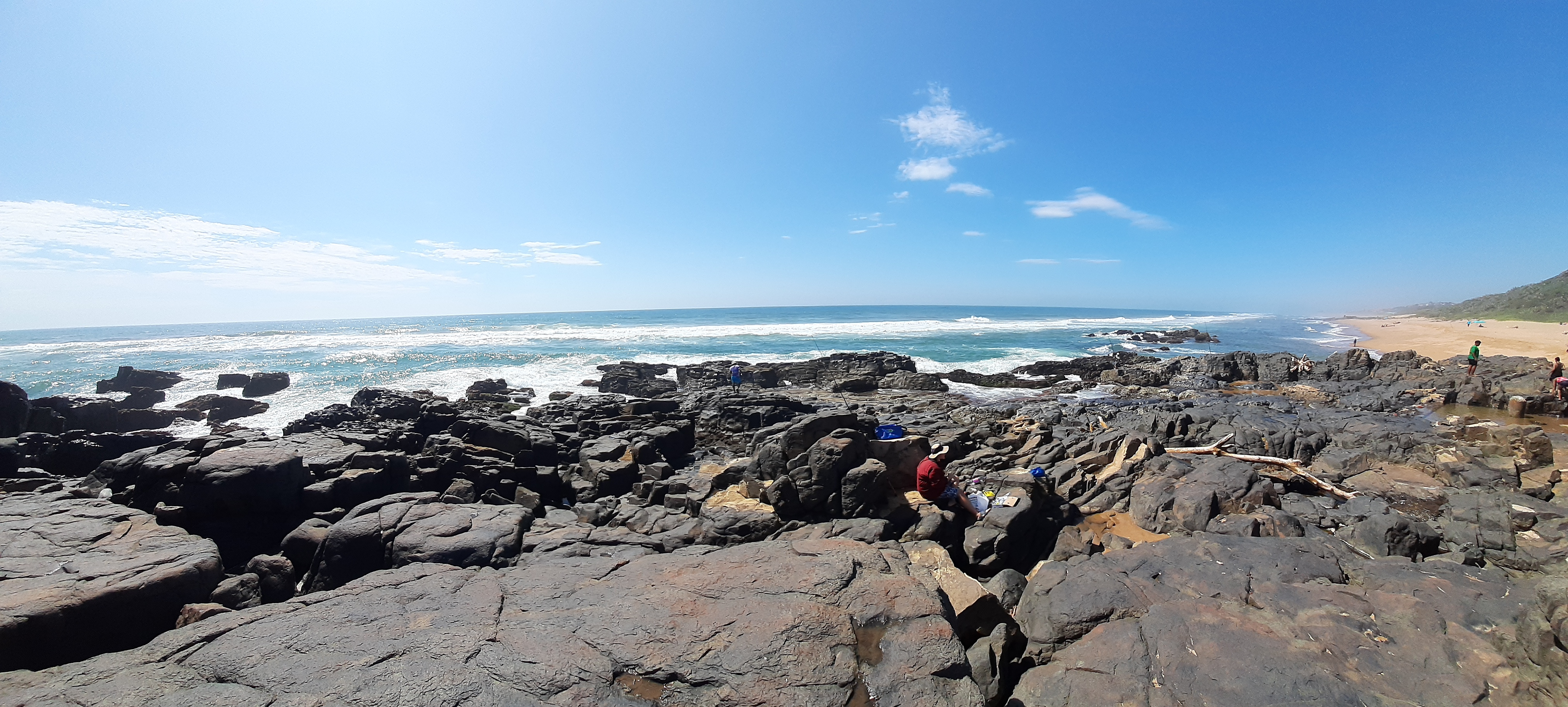 Doonside beach and rocks - Tom n Ryan
